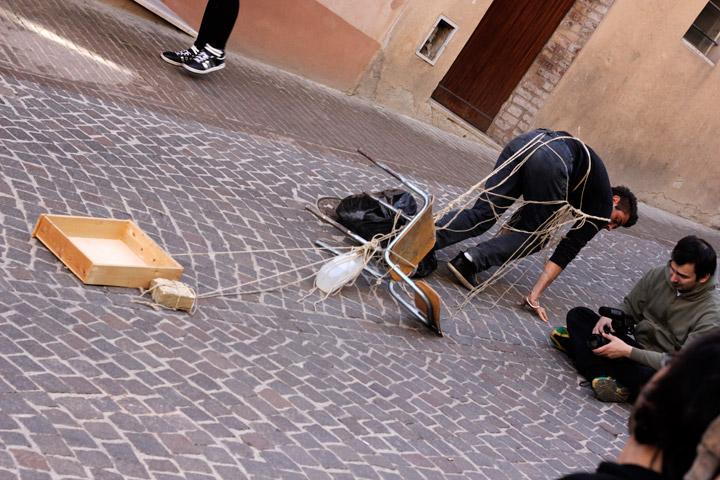 Fupete_Krisis-Legami_Urbino2012_08